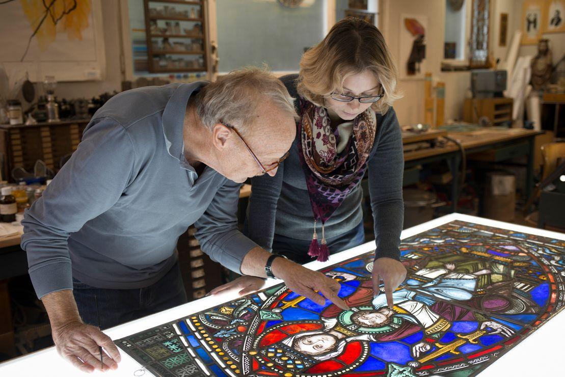 Im Austausch bleiben Traditionen lebendig: Aline und Fritz Dold bei der Arbeit.