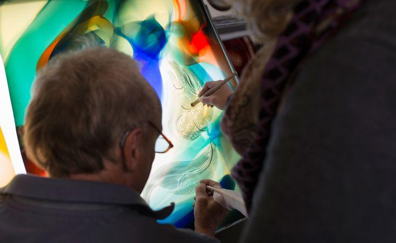 Unzählige Wappenscheiben, Kirchenfenster, Kopien alter Glasfenster, aber auch moderne Gemälde aus Glas und Skulpturen sind in Doldscher Handschrift entstanden.