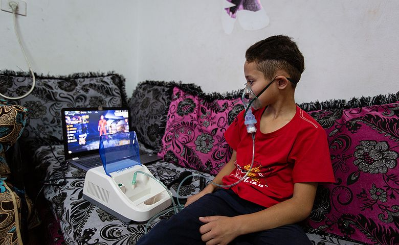 Von einen Computerspiel begleitet, lässt sich das tägliche Inhalieren leichter aushalten.